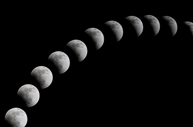 月が欠ける様子
