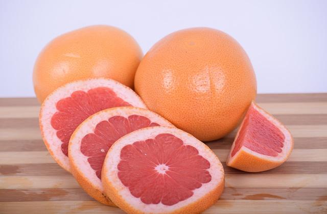 切ったグレープフルーツ