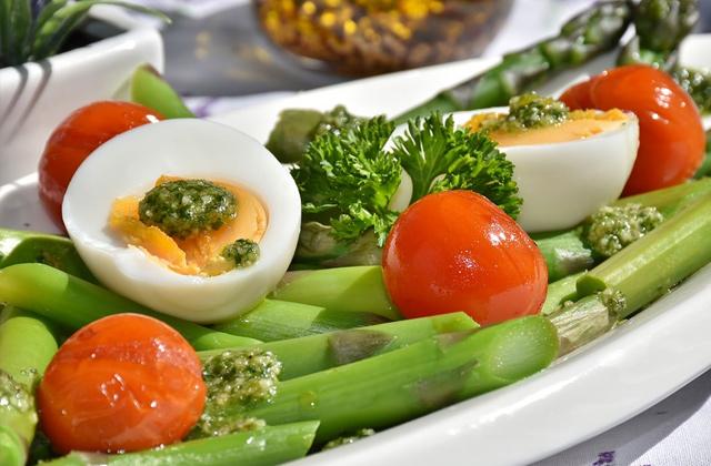 ゆで卵と野菜