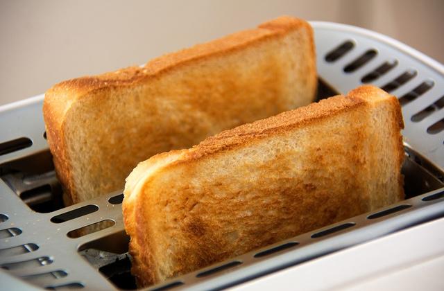 朝ごはんにトーストを食べる