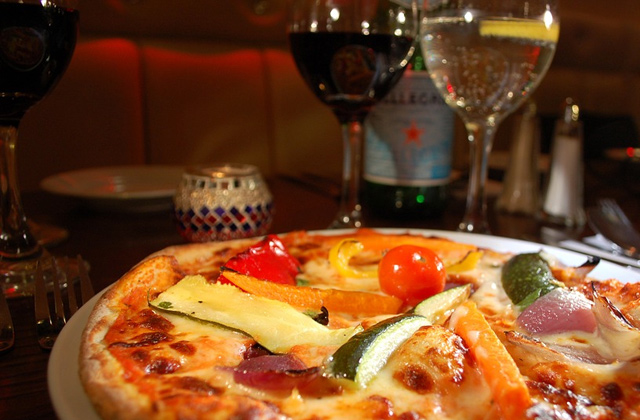 アルコールと脂肪分の高い食事