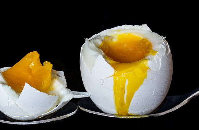 爆発した卵